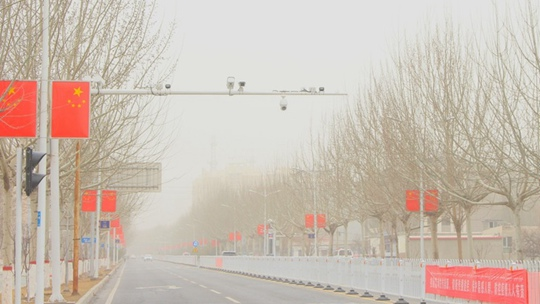 新疆阿合奇遭遇强沙尘天气袭击