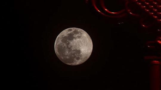 """重慶涪陵""""超級月亮""""現身 上演視覺盛宴"""