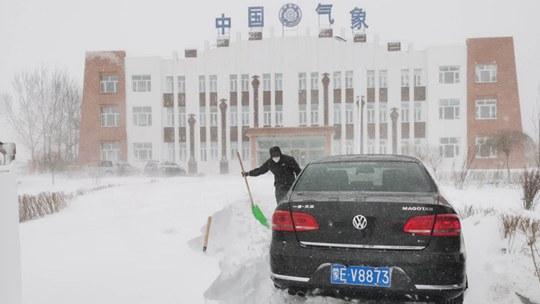 呼�����莫旗遇�L吹雪 最深�超30厘米
