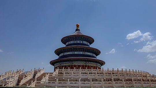北京再现蓝天白云 天坛更显庄重之美