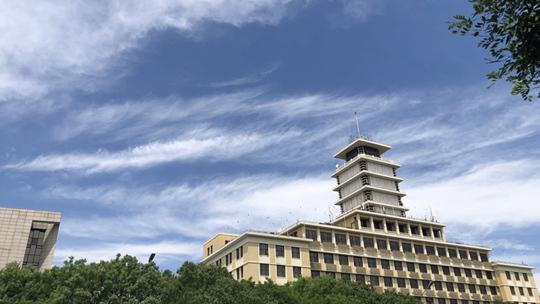"""北京再现""""高颜值""""好天气 蓝天白云下更显城市魅力"""