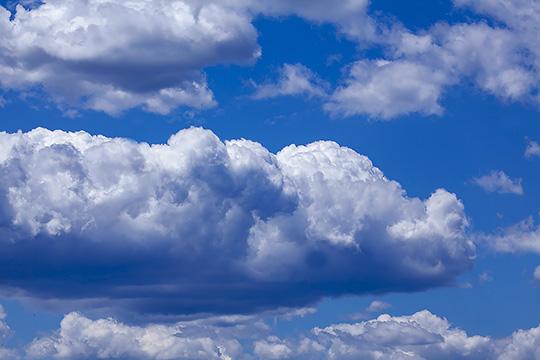 北京雨后碧空如洗 风卷云舒能见度极佳
