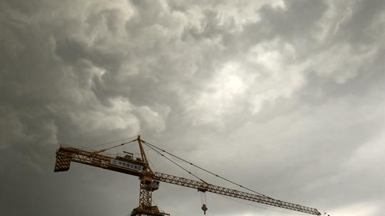 风大雨急!雷雨突至北京 乌云滚滚犹如电影大片