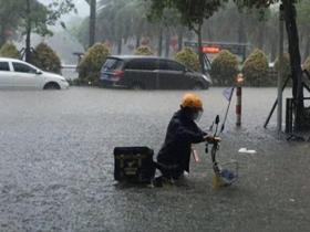 广东阳江今年首发暴雨红色预警 城区内涝严重