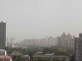 今晨北京出现沙尘天气 白天风力较大外出需防护