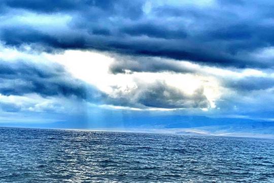 新疆博乐雨后碧空如洗 赛里木湖绮丽多姿
