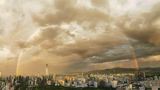 美絕了!深圳傍晚雨后雙彩虹高掛天空