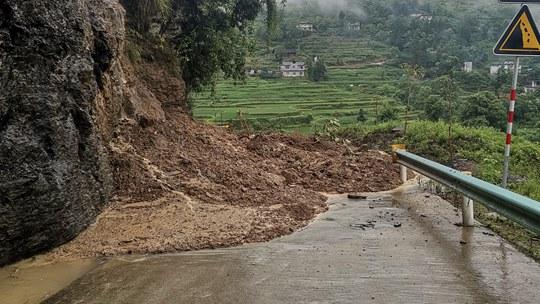 貴州德江遇今年入汛來最強降雨 道路塌方