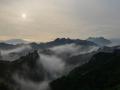 河北承德:雨后金山岭长城云雾笼罩群山