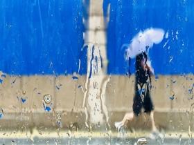 """雨水""""滤镜""""加持 北京城市美如油画"""