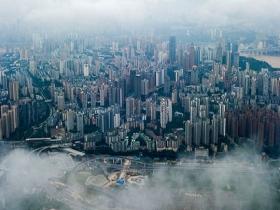 云雾缭绕 航拍重庆中心城区如空中之城