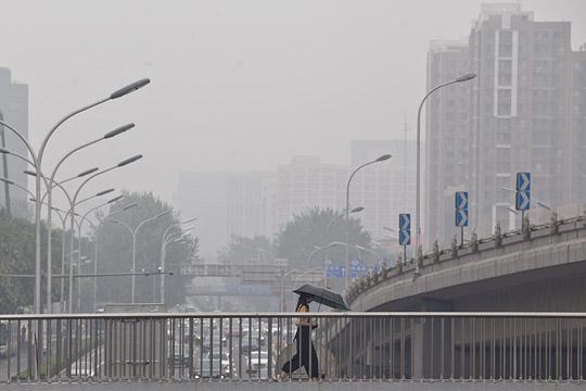 能见度变差!北京雷雨频繁空气湿闷雾气重