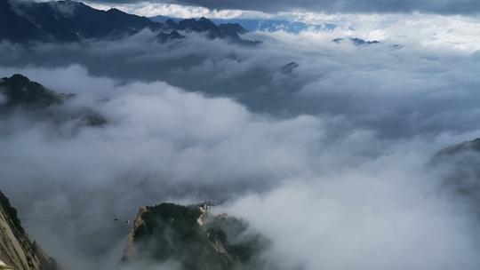 雨后初歇 陕西华山景区云海翻腾似仙境