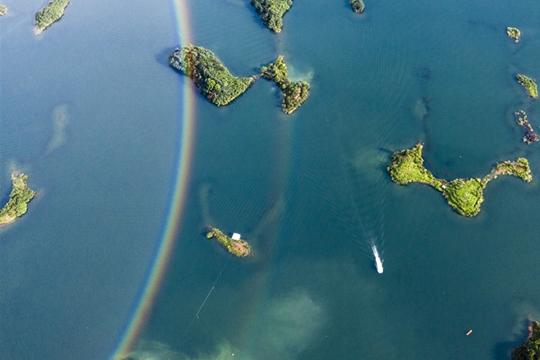 超美!湖北黄石仙岛湖雨后现双彩虹
