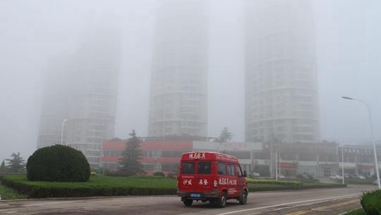山东威海大雾锁城 一片白茫茫