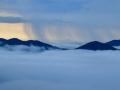 内蒙古巴林云海涌动 惊现雨幡奇观