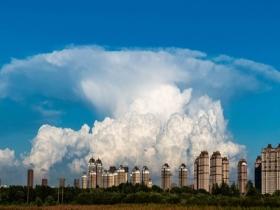 壮观!哈尔滨天空现庞大鬃积雨云