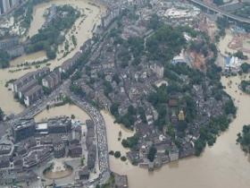 航拍嘉陵江二號洪水過境重慶磁器口 多處房屋浸在水中