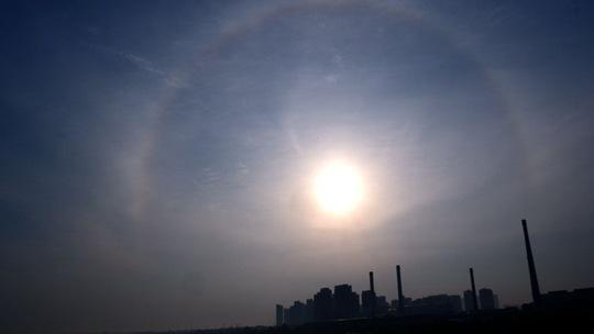 美轮美奂!哈尔滨上空出现日晕和环天顶弧景观