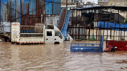 贵州惠水降暴雨致积水严重 民众出行受阻
