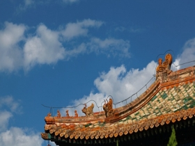 风吹云动映蓝天 北京北海公园美不胜收