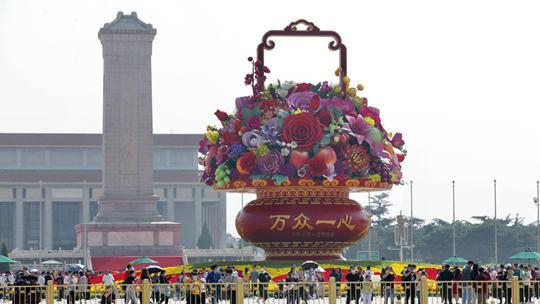 迎國慶 北京長安街主題花壇亮相