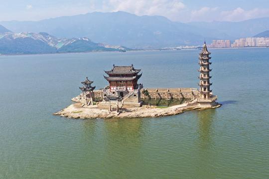 鄱阳湖长时间维持高水位 落星墩依然淹没在水中