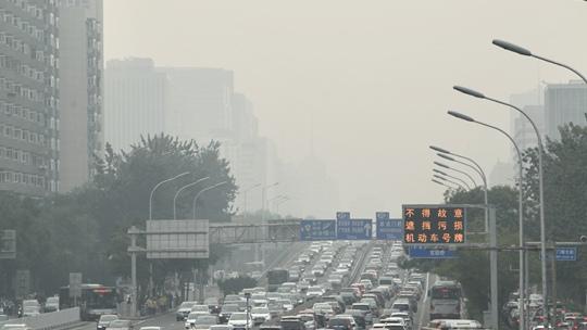 北京雾霾来袭 空气质量不佳能见度下降