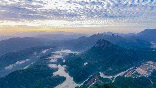 福建泰宁湖山如黛水如碧 秋景入画来