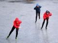 内蒙古滑冰爱好者冰上起舞 尽享冬日乐趣