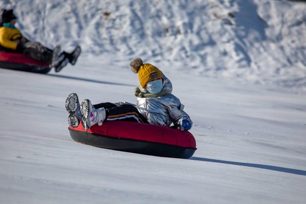 雪地歡樂多!吉林省吉林市市民盡情享受親子冰雪活動