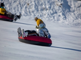 雪地欢乐多!吉林省吉林市市民尽情享受亲子冰雪活动