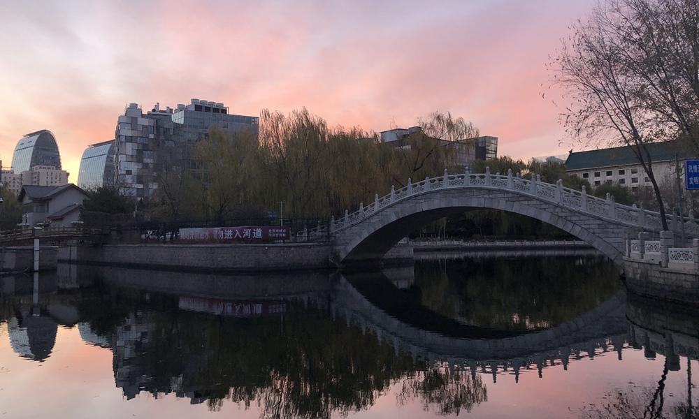 今晨北京陽光上線 絕美朝霞映紅半邊天