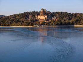 """天渐寒!北京颐和园昆明湖开启""""速冻""""模式"""