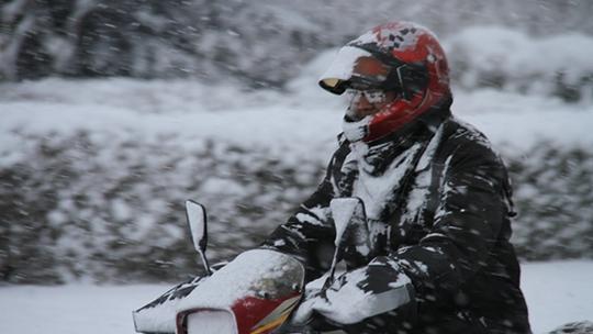 雪花紛飛迷人眼 山東多地出現降雪