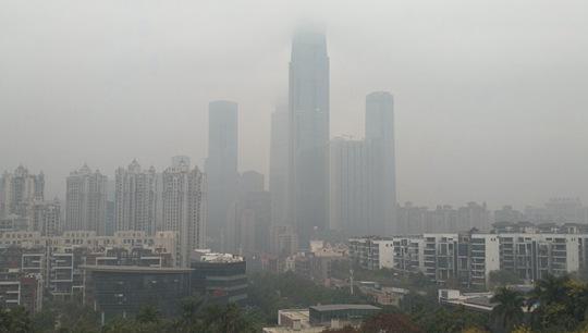 """廣西南寧遭""""大霧鎖城"""" 城區輕度污染"""