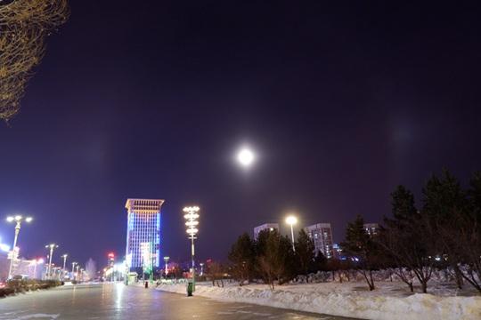 美丽而浪漫!内蒙古锡林浩特市现幻月奇观