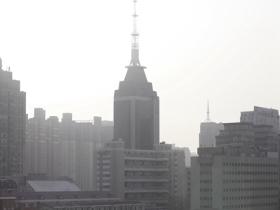 北京遭遇沙塵天氣 天空能見度轉差