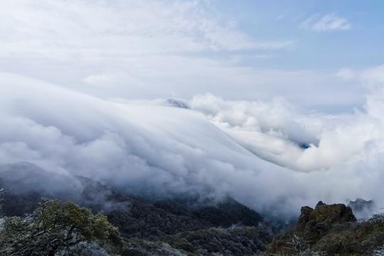 限量版美景!貴州梵凈山驚現瀑布云海奇觀