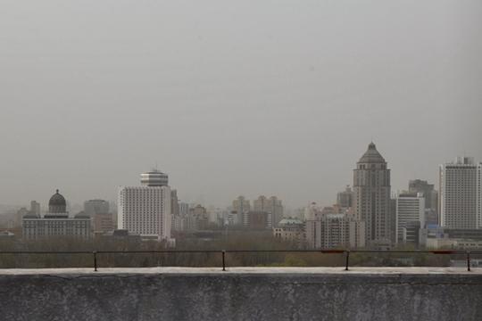 浮尘又起!北京北部西部现轻度浮尘 天空灰蒙蒙
