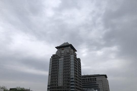 北京上空层云密布 变幻万千如水墨画