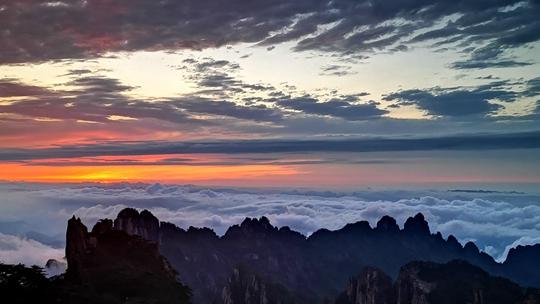 黄山云海喷薄而出 气势磅礴如临大海之滨