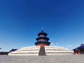 大风吹出北京蓝天 天坛更显庄重之美