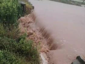 重庆江津降暴雨致部分镇街被淹 堡坎垮塌