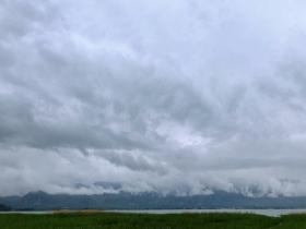 壮观!积雨云下的北京官厅水库 犹如电影大片
