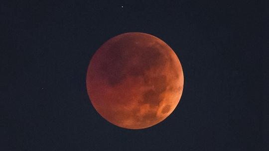 """视觉盛宴!一组高清图告诉你""""红月亮""""有多美"""