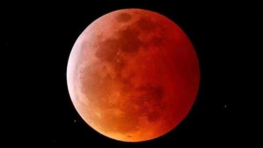 组图带你回看超级月亮+月全食震撼瞬间