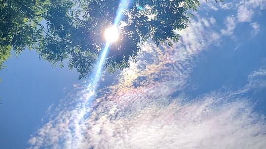 北京天空颜值超高 再现七彩祥云