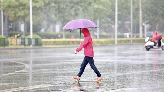 出门带伞!北京雷雨来袭 或将影响晚高峰