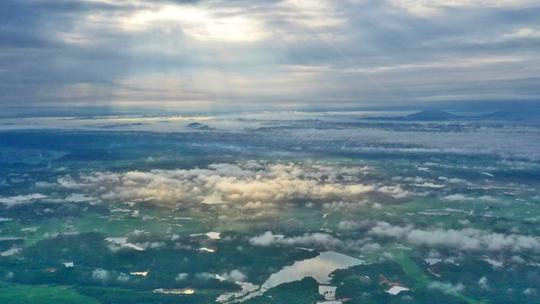 江西吉安:乡村田园上空现云海 云雾缭绕如仙境